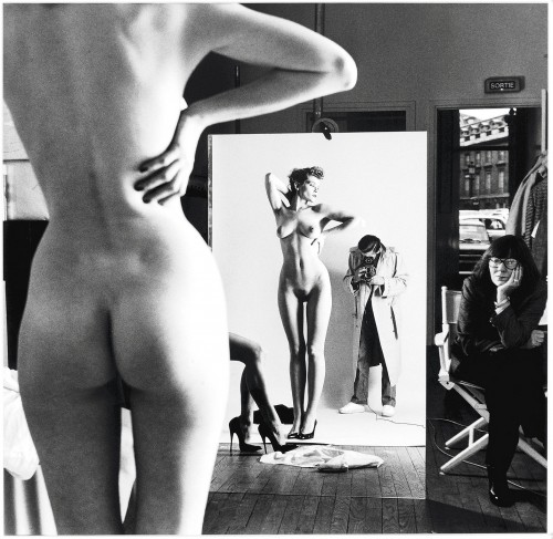 Photo Helmut Newton – Self-portrait with wife June and models (1981)
